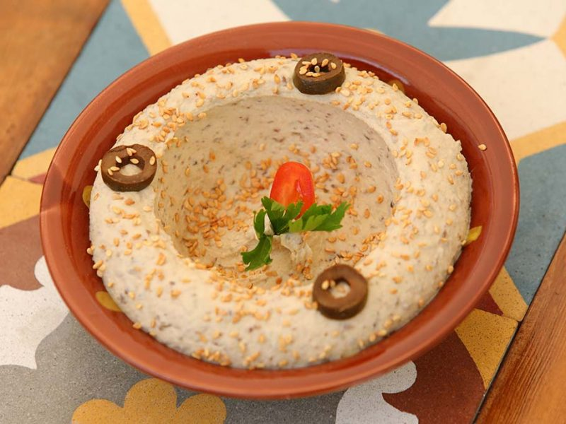 Hummus Olives & Semsom